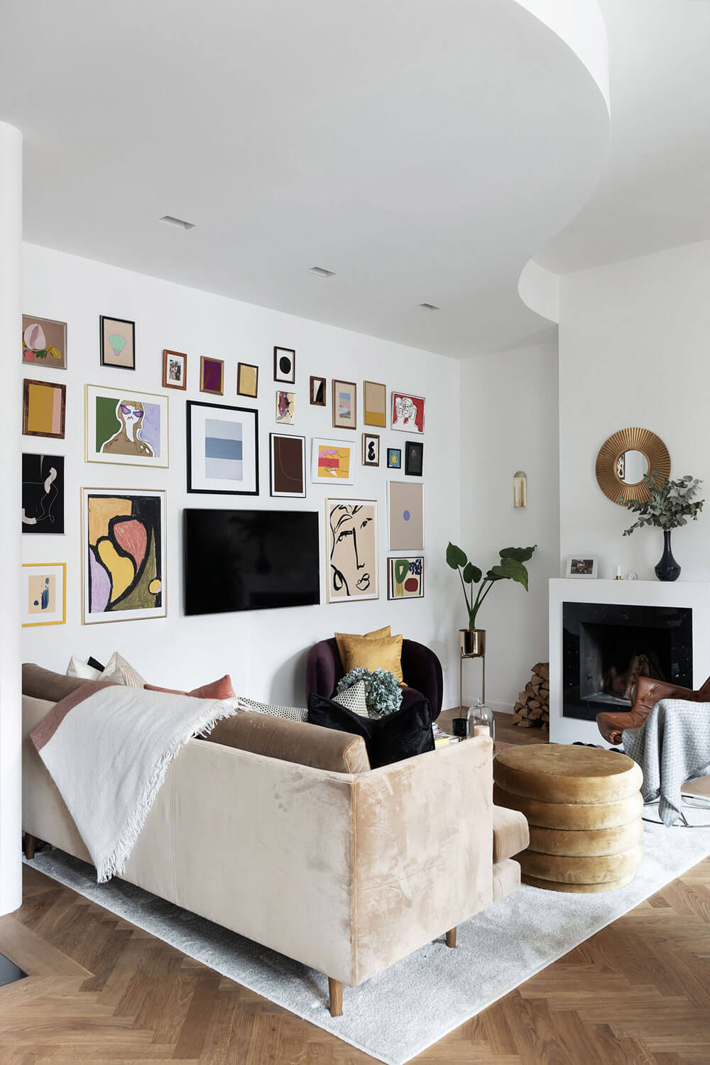 The Art-Filled Home of Henrietta Fromholtz