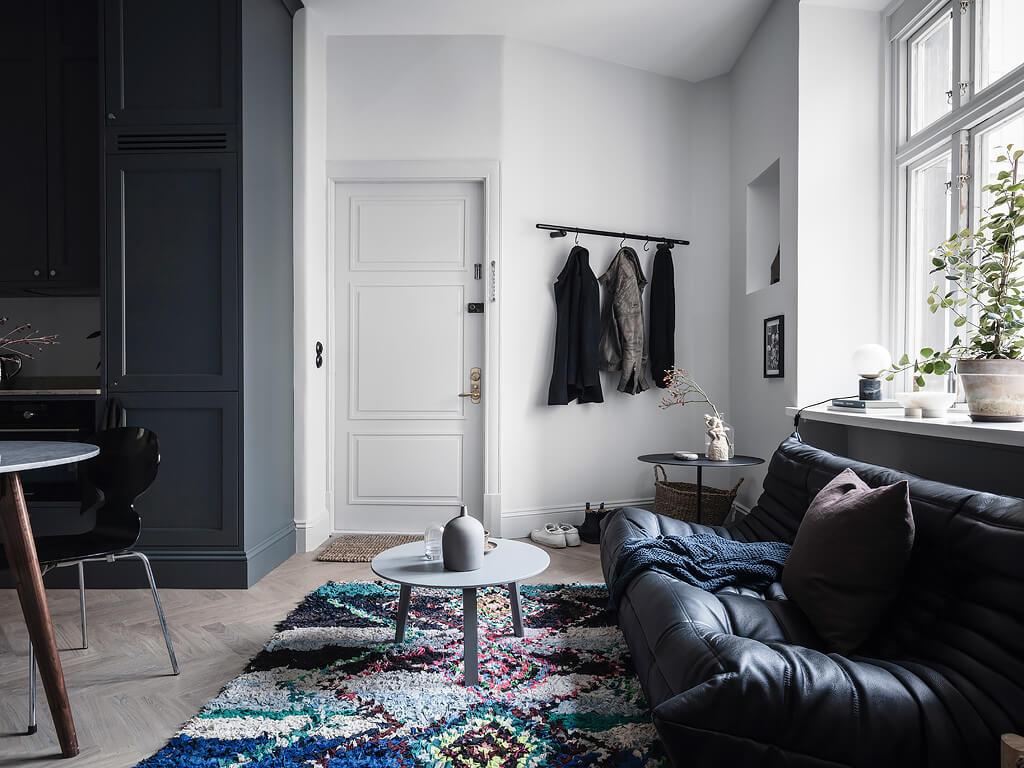 A Scandinavian Studio Apartment Decorated In Blue Tones