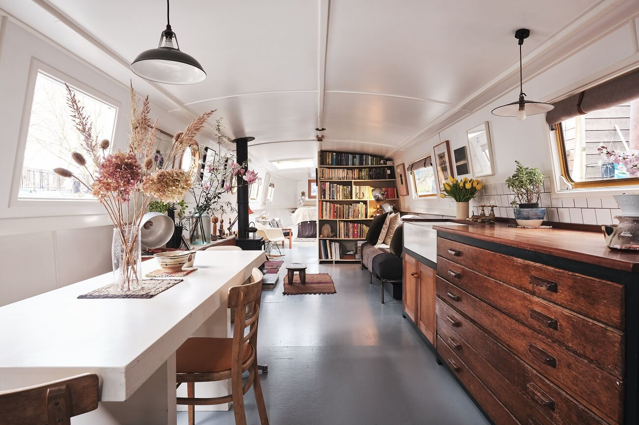 A Cozy and Stylish Houseboat in London