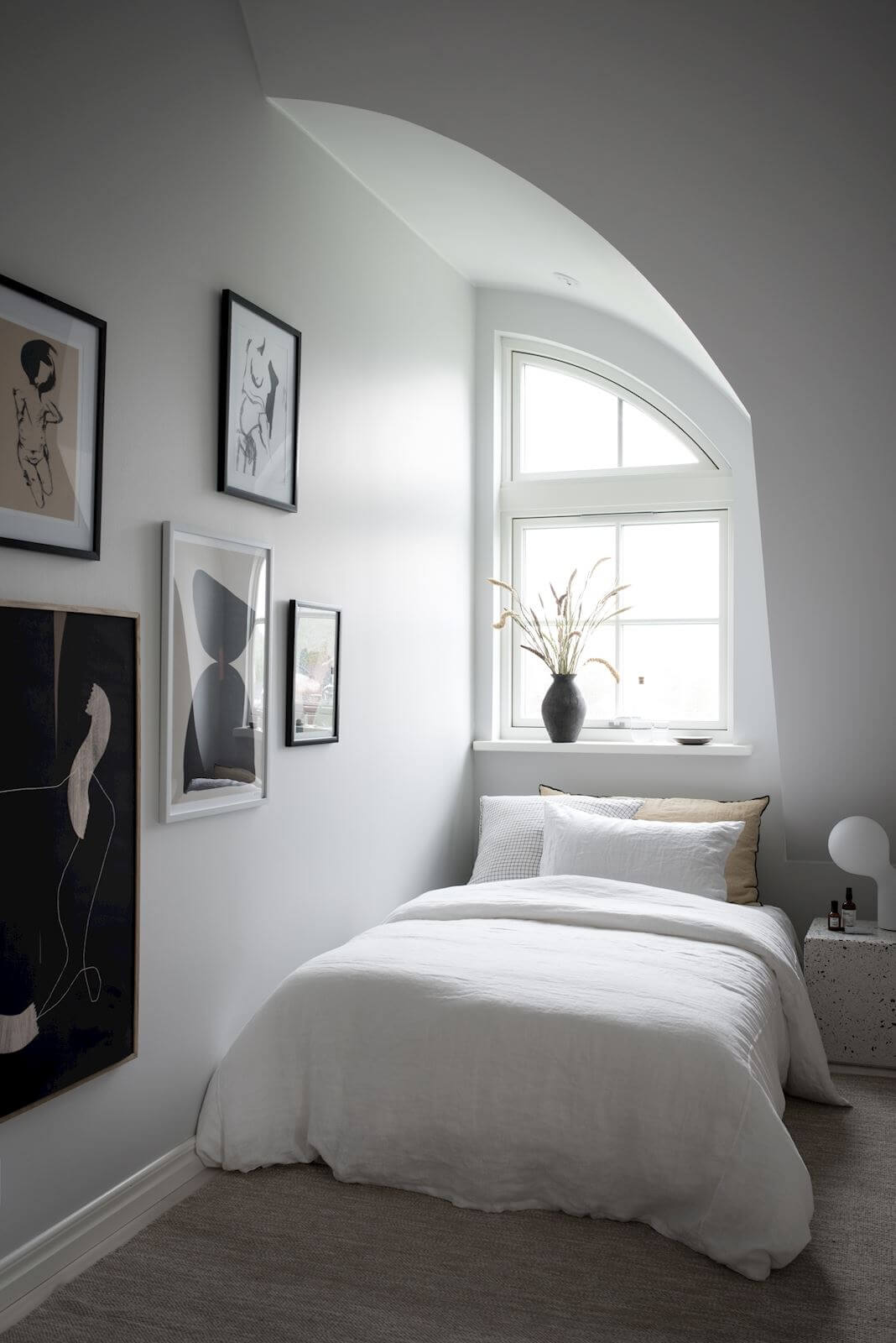 A Minimalistic Scandinavian Studio Apartment