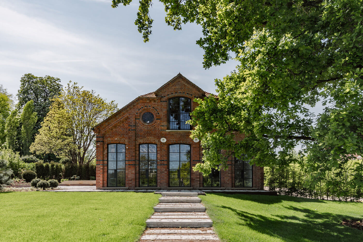 An Industrial Barn Conversion In The English Countryside