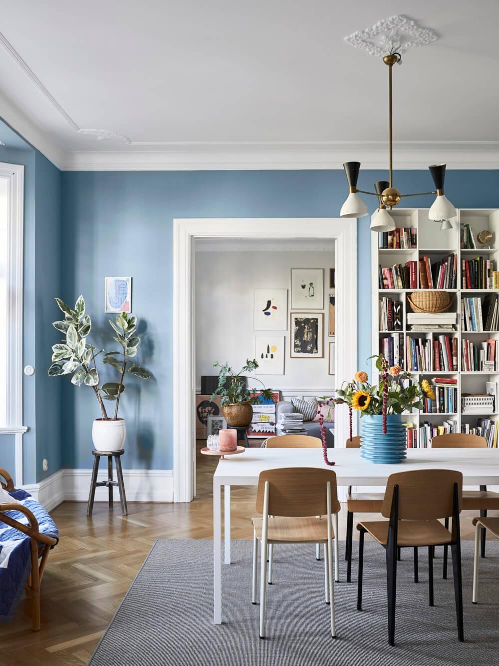 A Scandinavian Apartment Decorated in Blue and Grey Tones