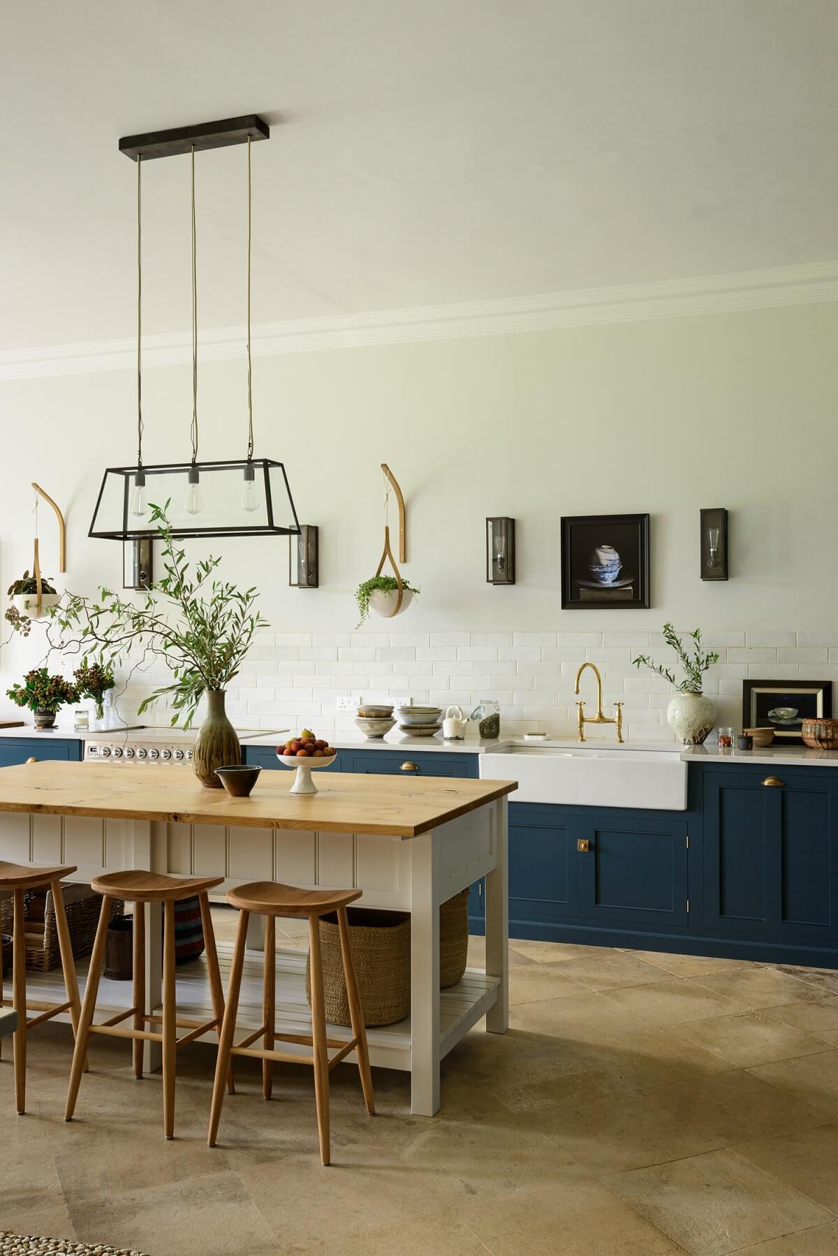 A Lincolnshire Hall Kitchen by DeVOL