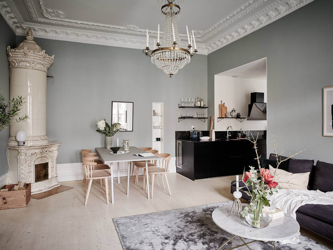 Calm Color Tones in a Scandinavian Apartment with Black Kitchen