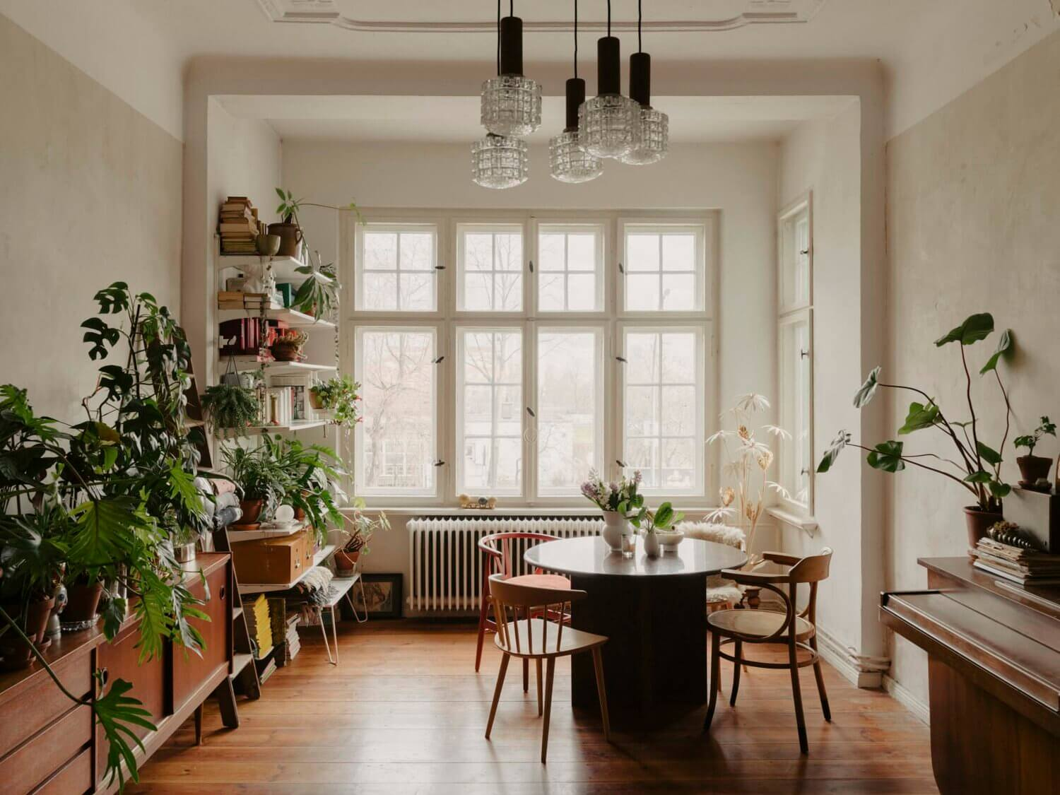 A Plant-Filled Vintage Apartment in Berlin