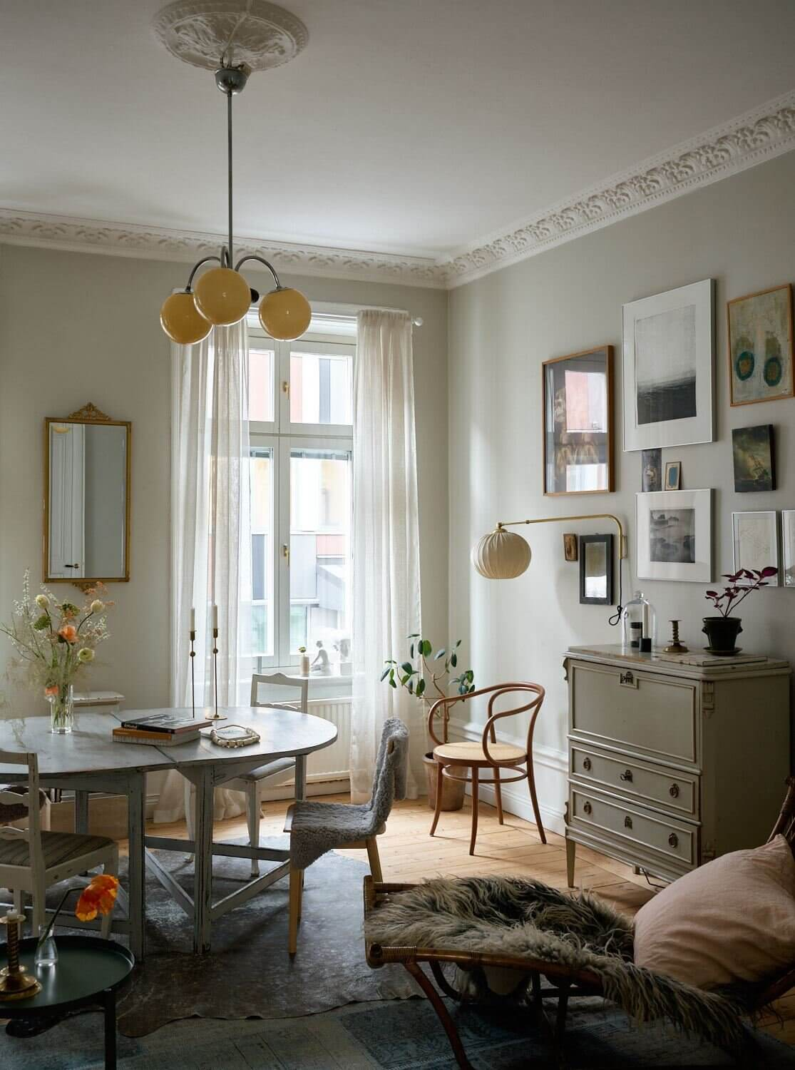A Lovely Vintage Apartment in Stockholm