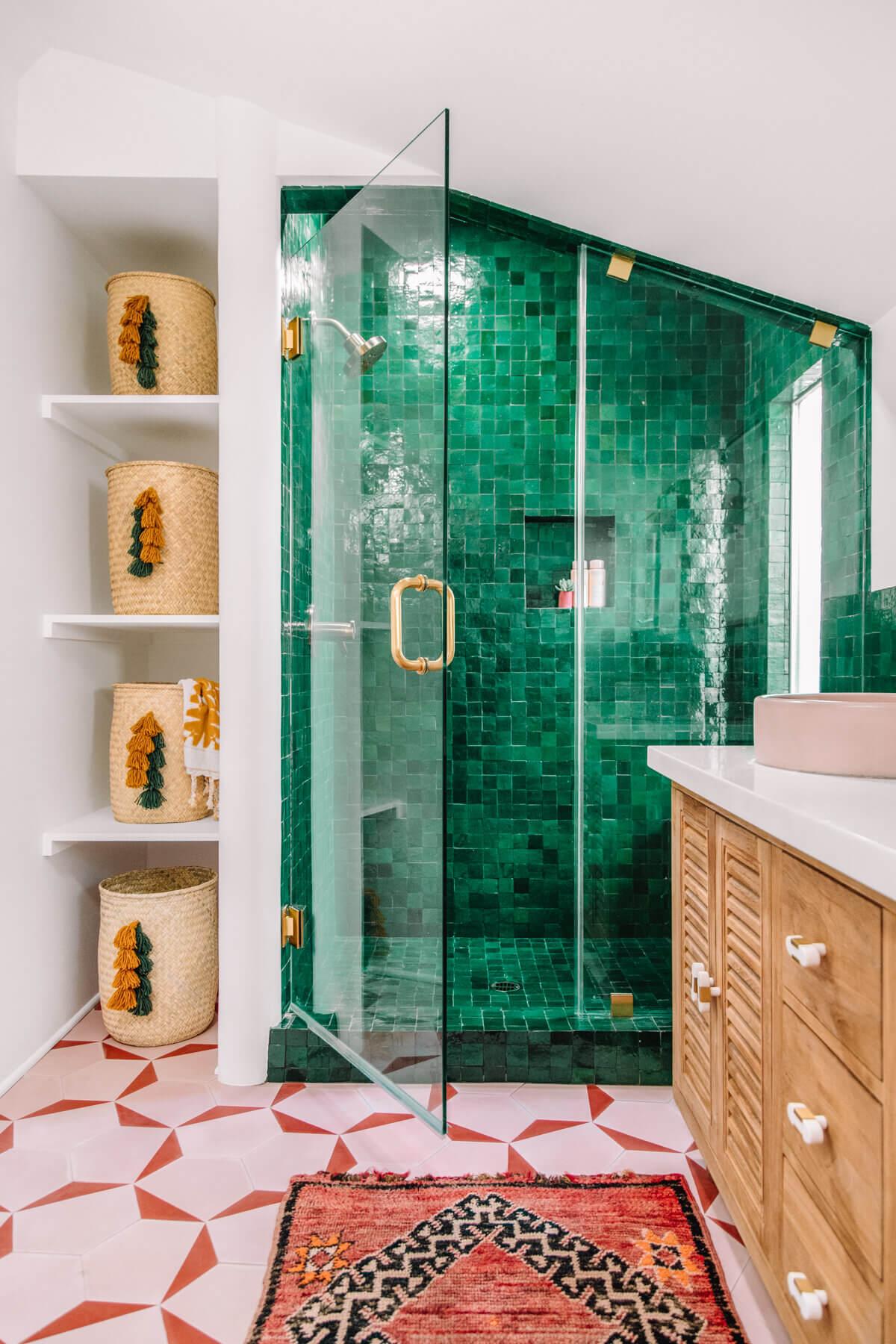 30 Inspiring Colorful Bathrooms