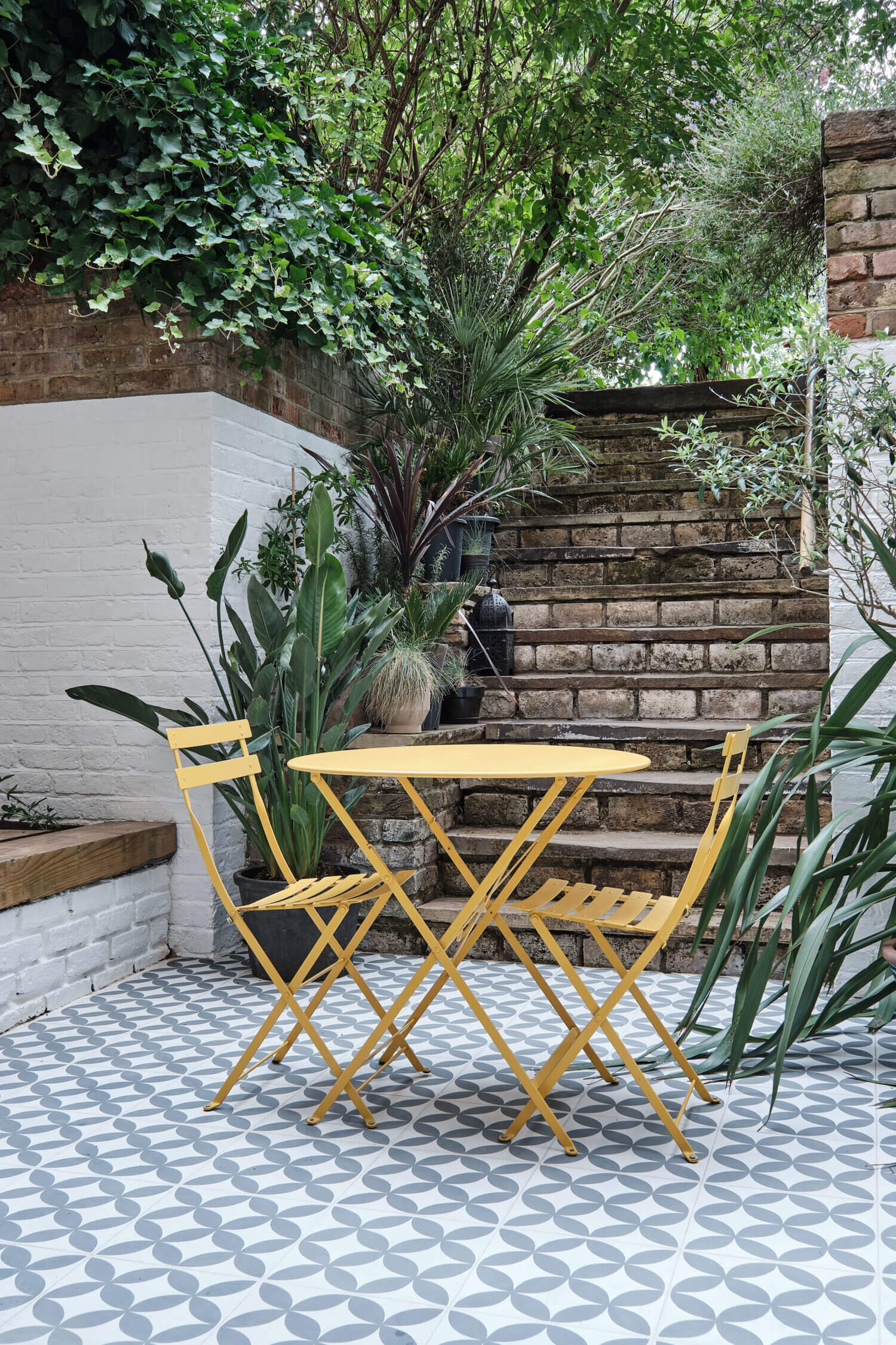 A Light Basement Apartment in London with a Lovely Patio