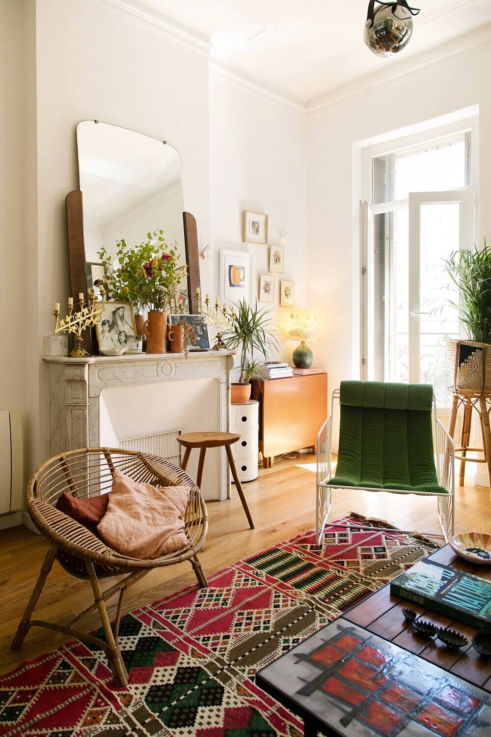 A Cozy Apartment in Marseille Filled With Art and Ceramics