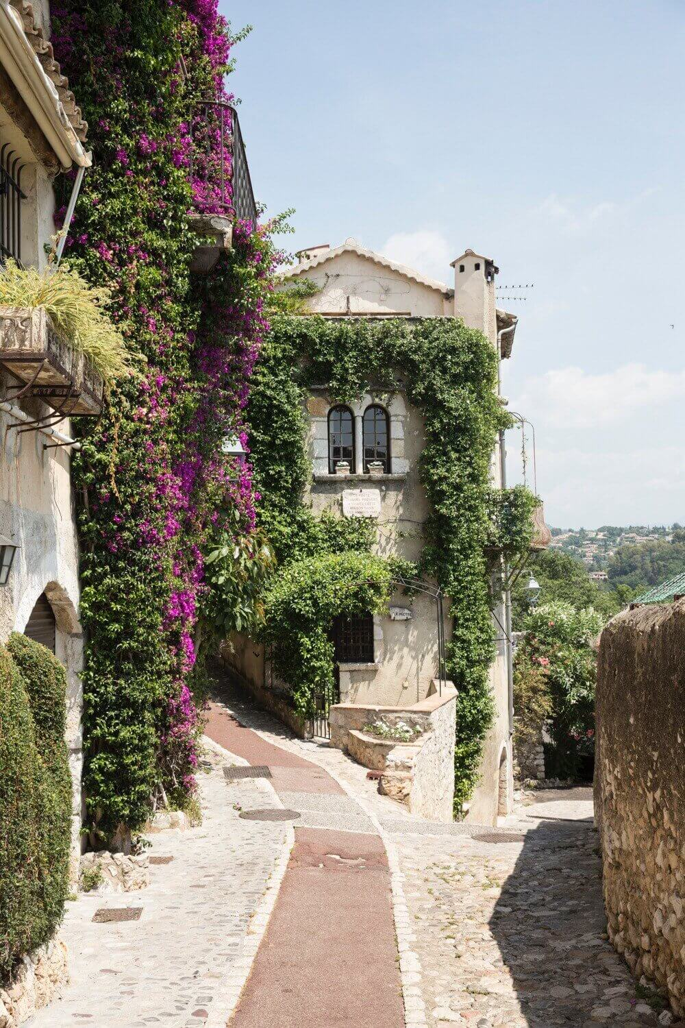 A Stunning Provence Airbnb in a Poet's 12th-Century Apartment
