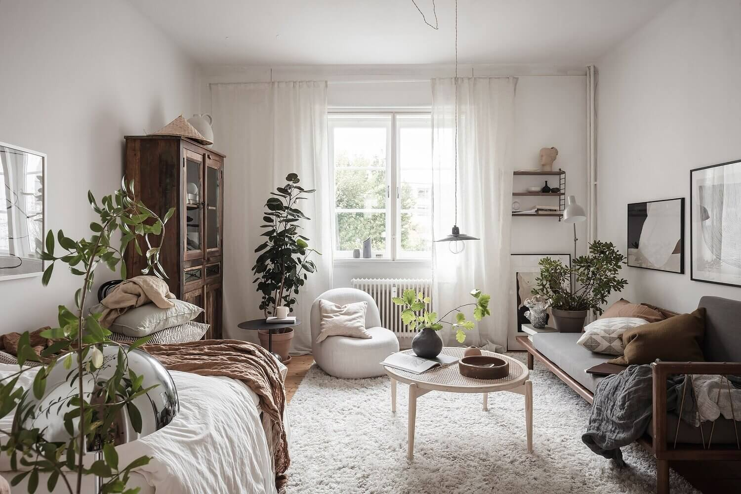 A Scandinavian Studio Apartment Decorated in Earthy Fall Colors