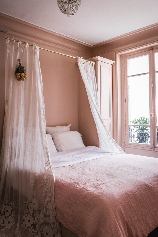 pink-vintage-bedroom-paris-apartment-nordroom