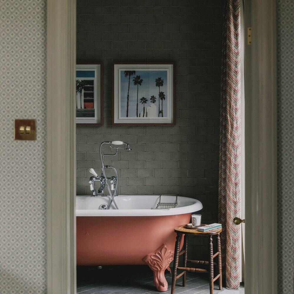 bathroom-pink-clawfoot-bath-studio-duggan