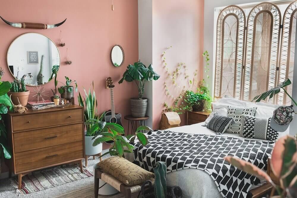 bedroom-pink-walls-plants-nordroom