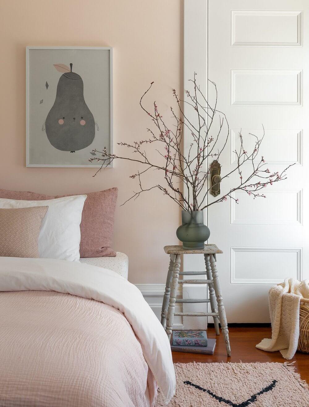 bedroom-soft-pink-wall-bedding-nordroom
