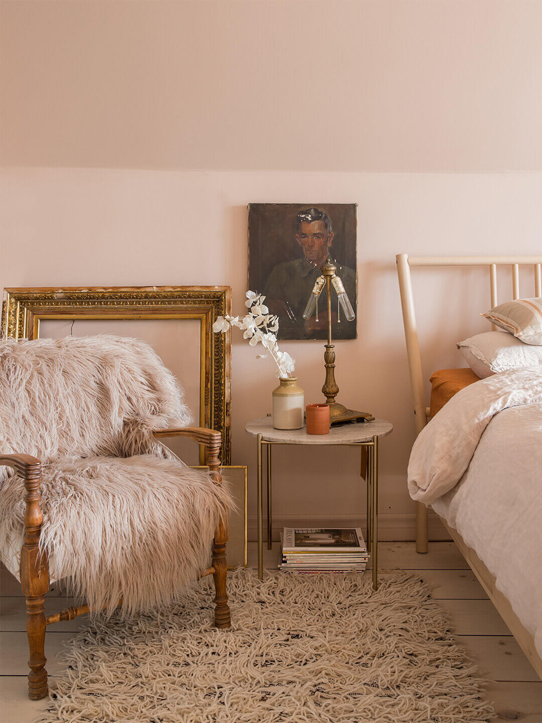 bedroom-soft-pink-wall-nordroom