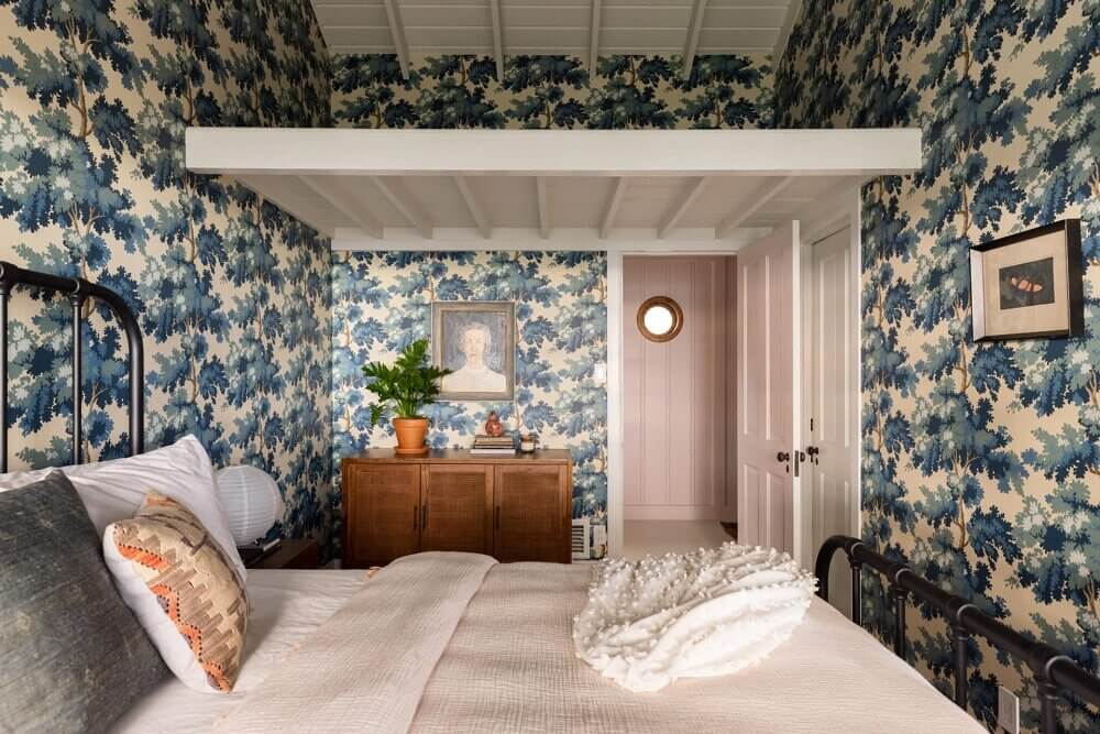 bedroom-tree-wallpaper-midcentury-home-los-angeles-nordroom