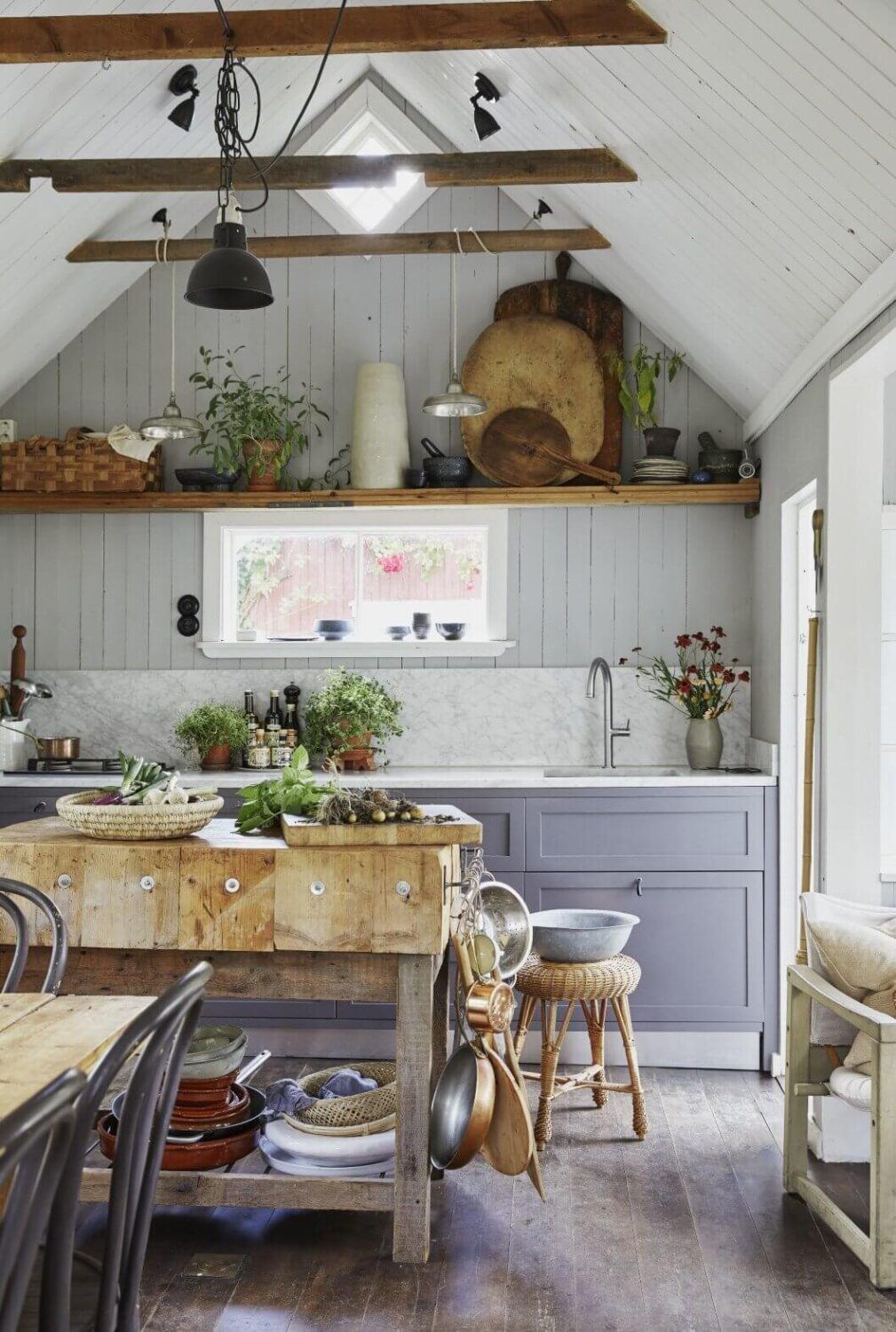 farmhouse-cottage-kitchen-carrara-marble-slavaged-wood-recycled-nordroom