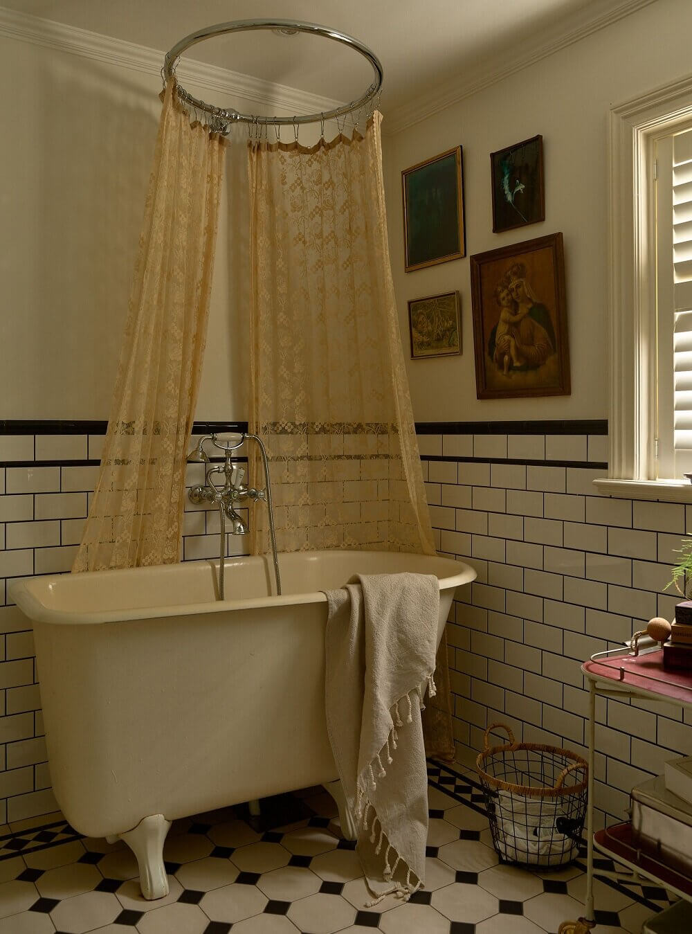 vintage-bathroom-idyllic-swedish-house-tower-room-nordroom