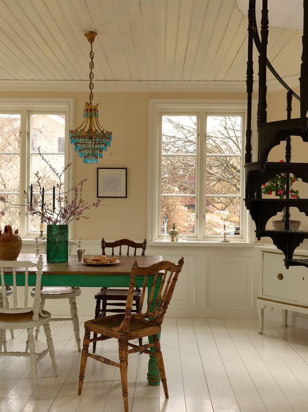 idyllic-swedish-house-tower-room-nordroom