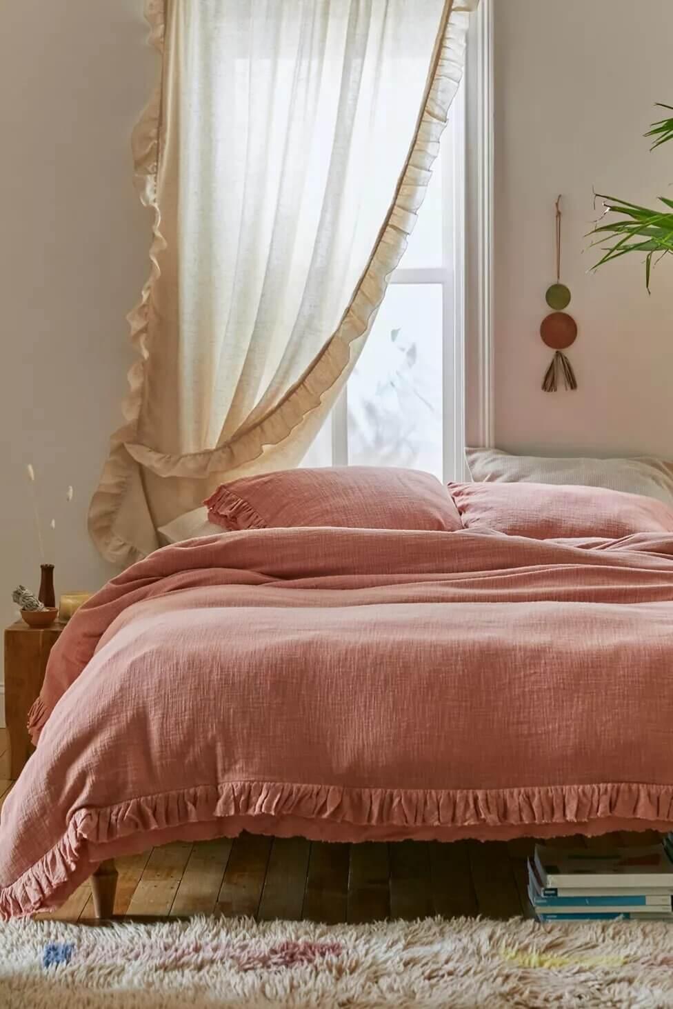 pink-bedding-bedroom