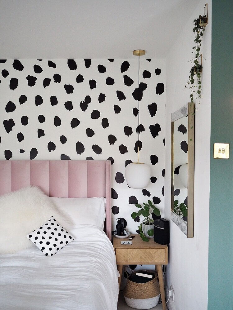 pink-headboard-black-white-wallpaper