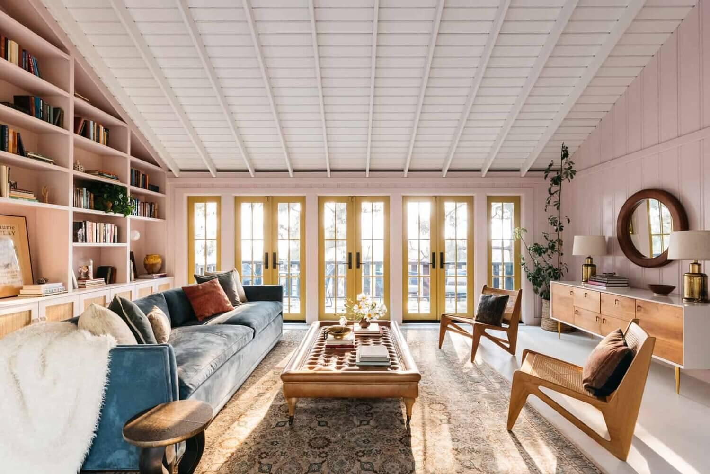 pink-living-room-bookshelves-midcentury-los-angeles-nordroom (1)