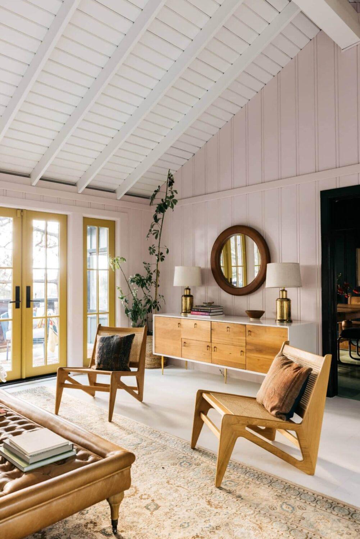 pink-living-room-bookshelves-midcentury-los-angeles-nordroom (3)