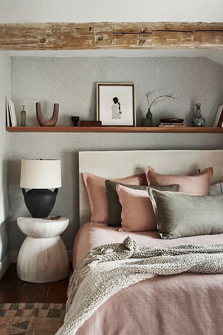 rustic-bedroom-pink-bedding-nordroom