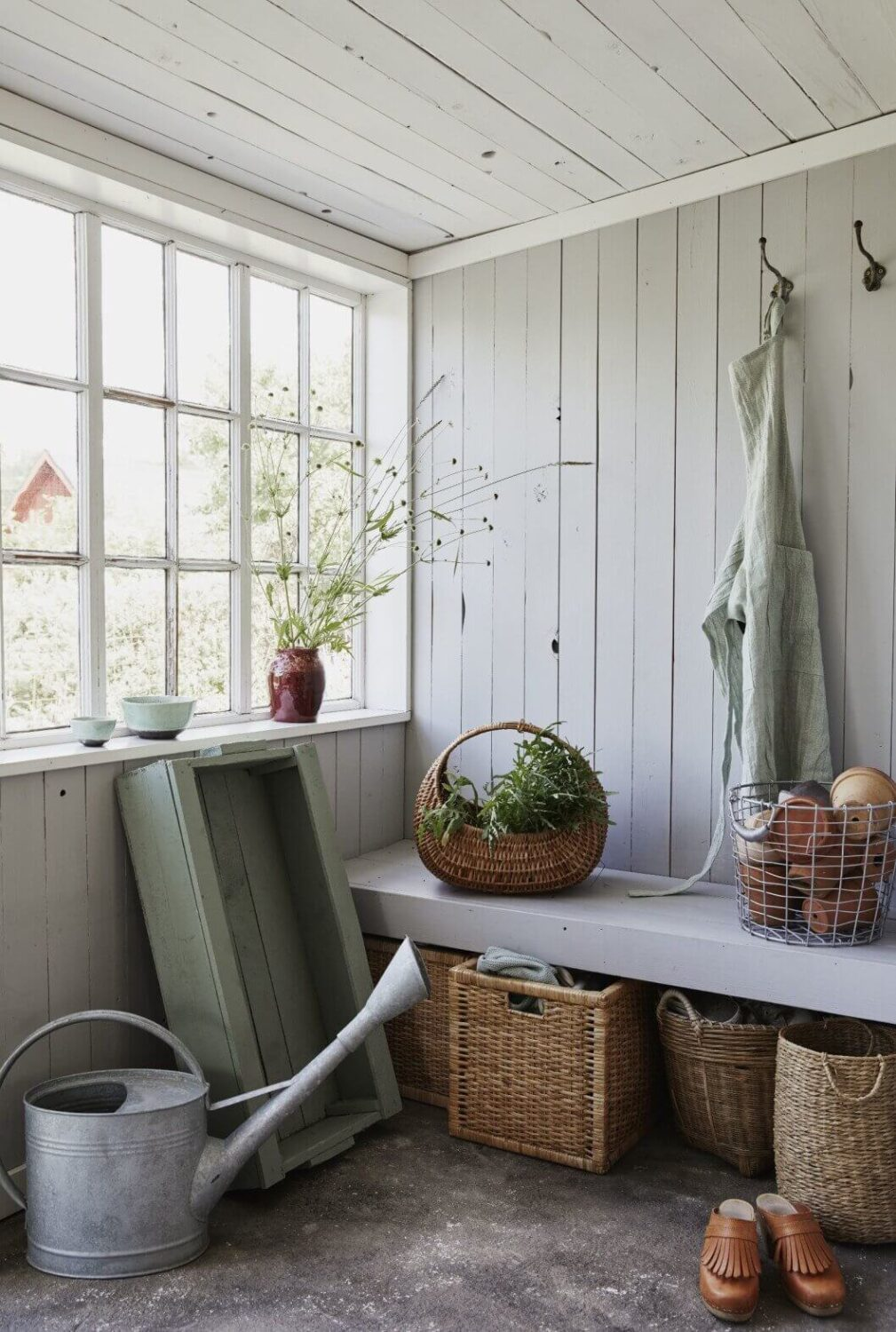 wooden-bench-baskets-farmhouse-cottage-sweden-recycled-nordroom