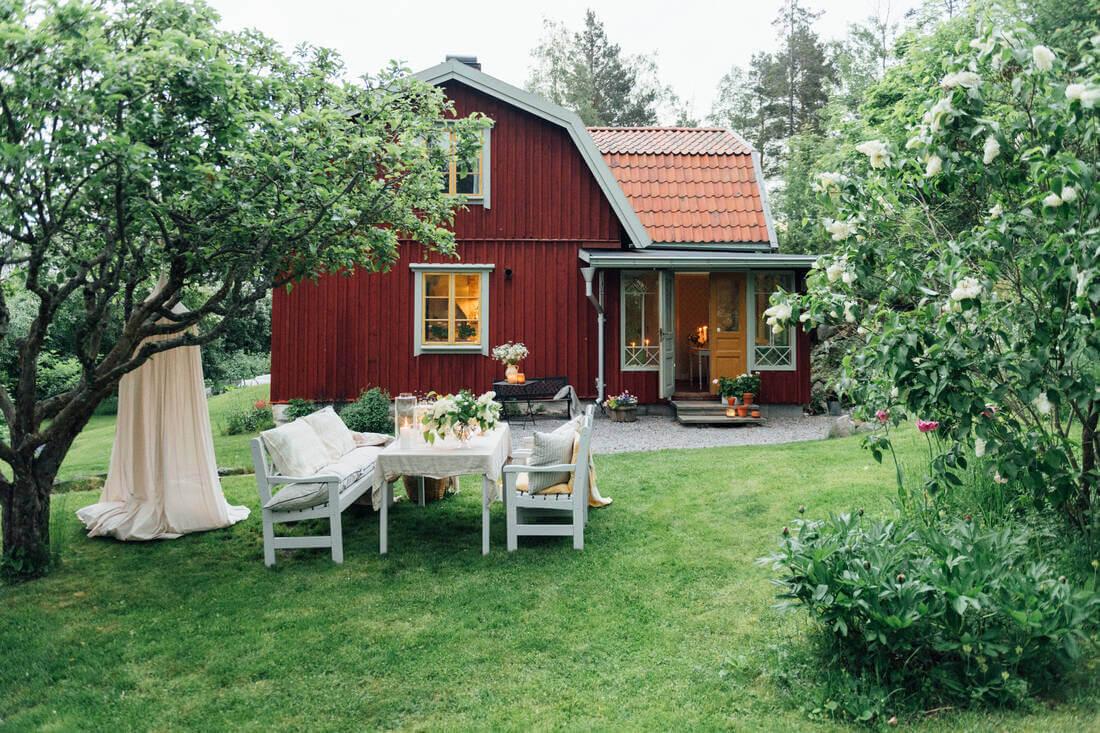 19th-century-swedish-home-charming-garden-nordroom