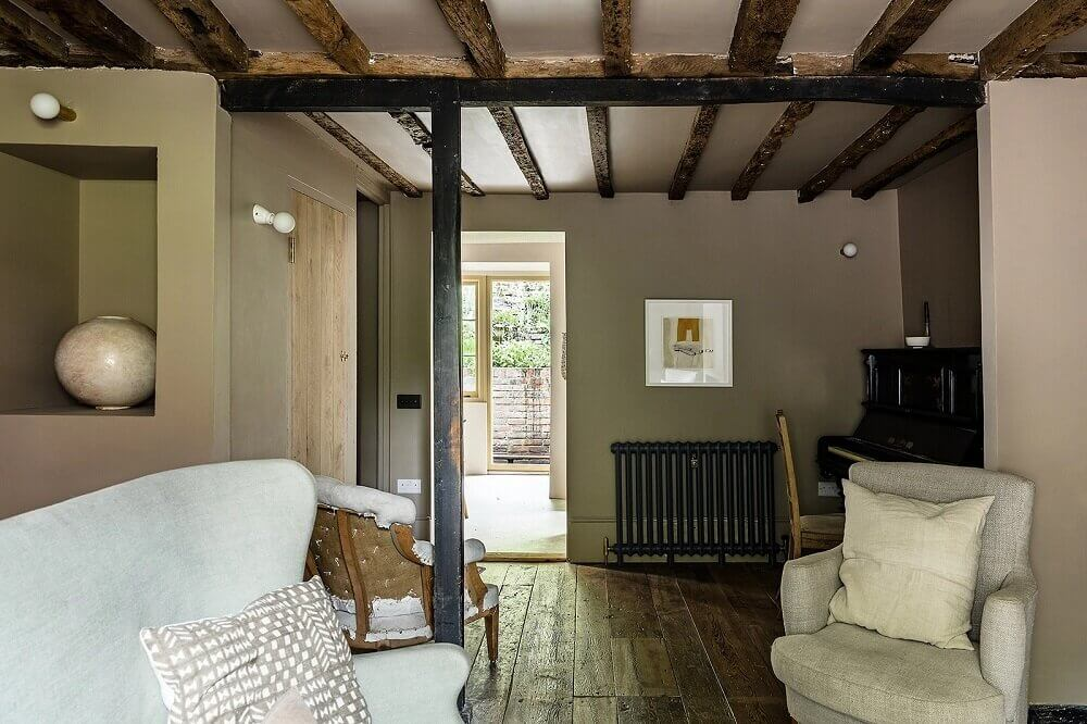 carefully-restored-17th-century-english-cottage-nordroom