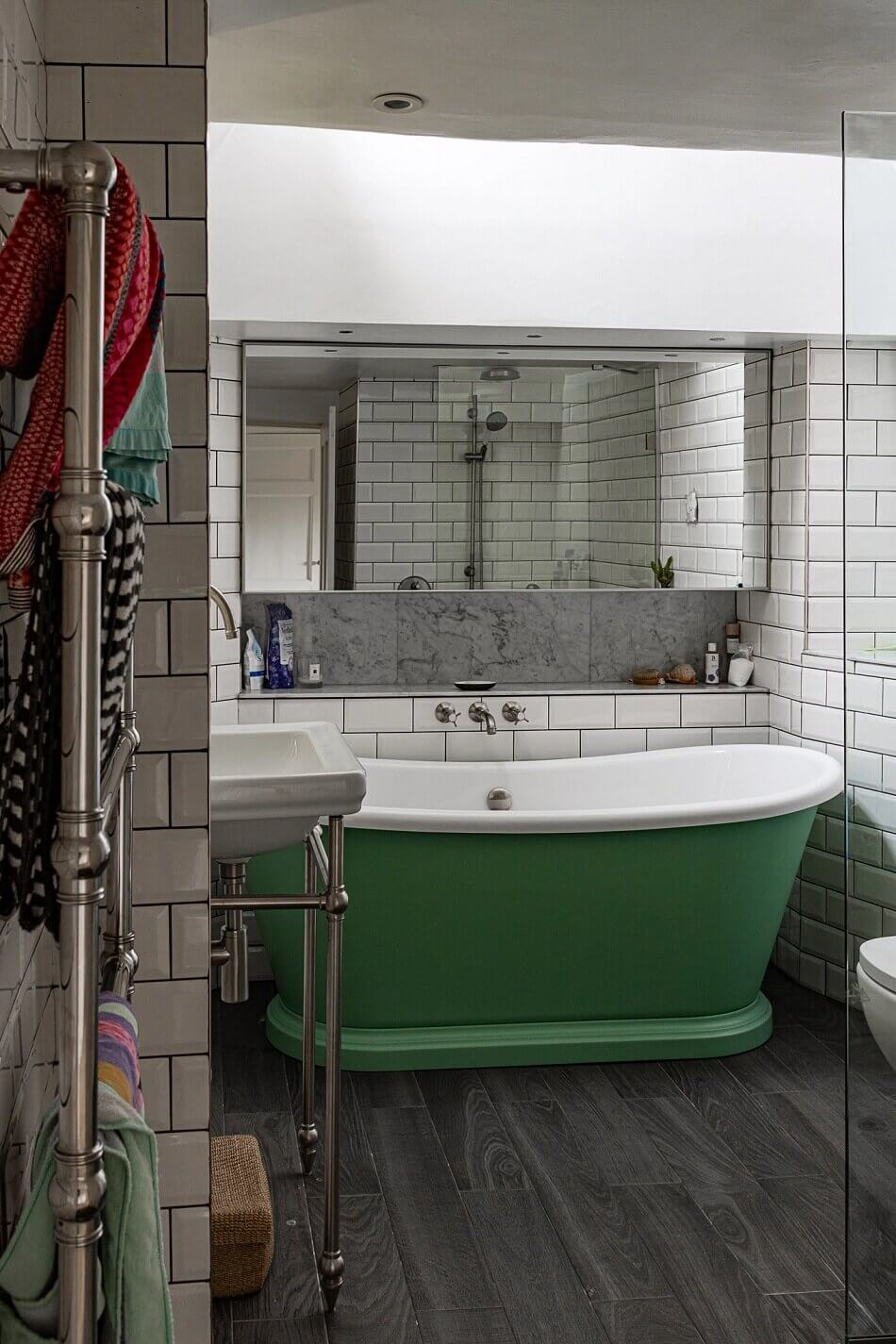 vibrant-colorful-townhouse-bath-nordroom