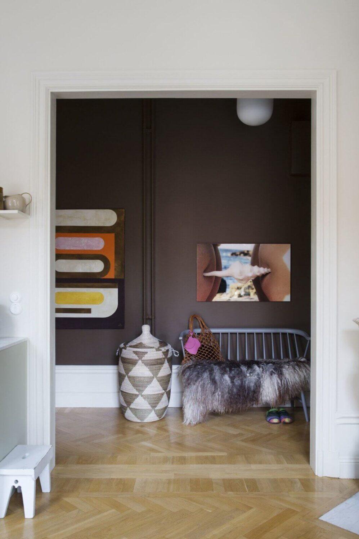 chocolat-brown-hallway-scandinavian-apartment-nordroom