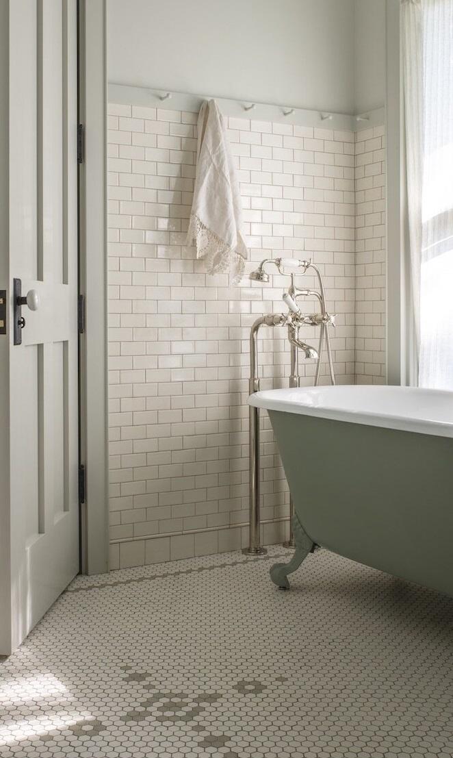 bathroom-iowa-city-house-jessica-helgerson-nordroom