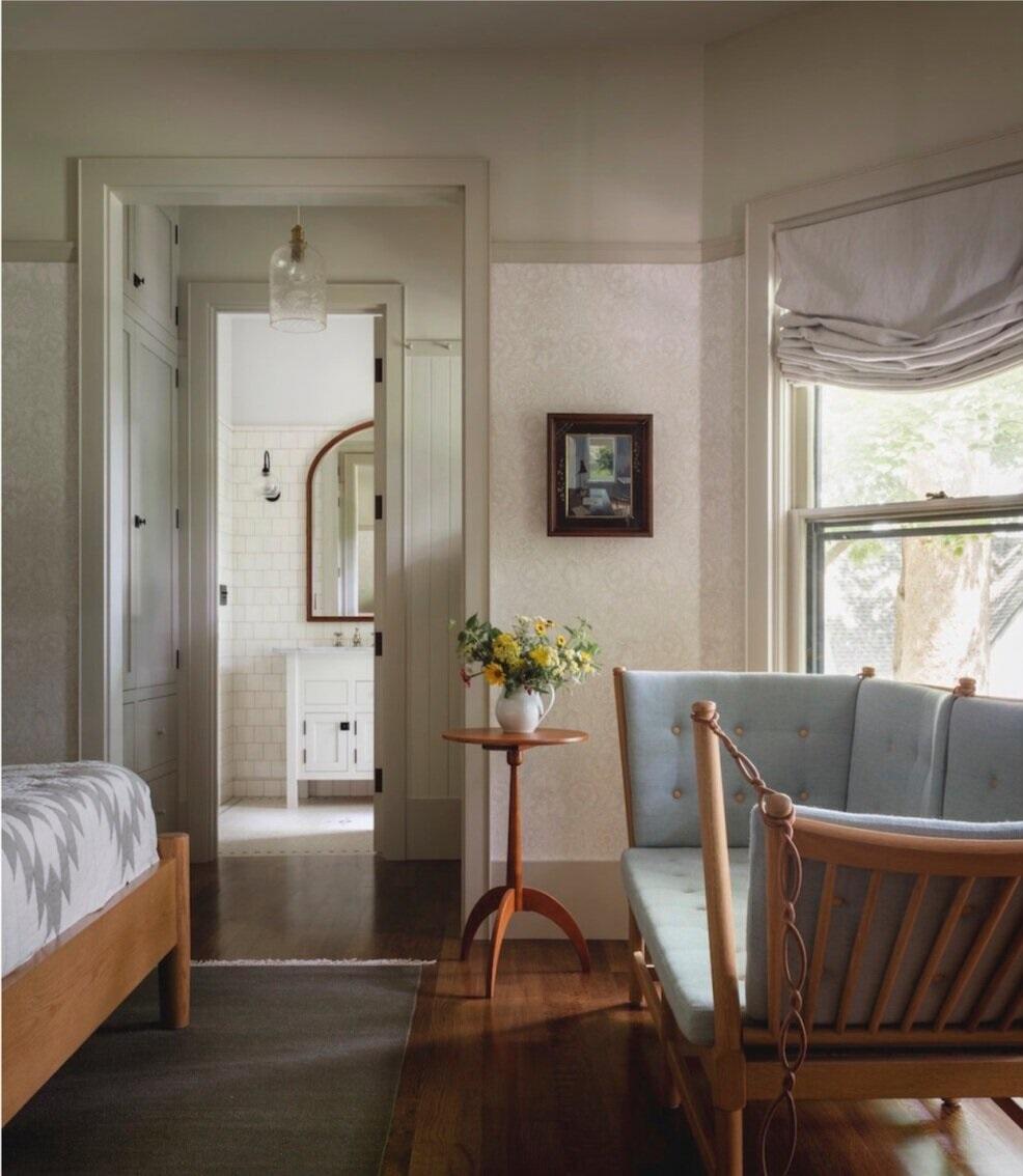 bedroom-sitting-area-iowa-city-house-jessica-helgerson-nordroom