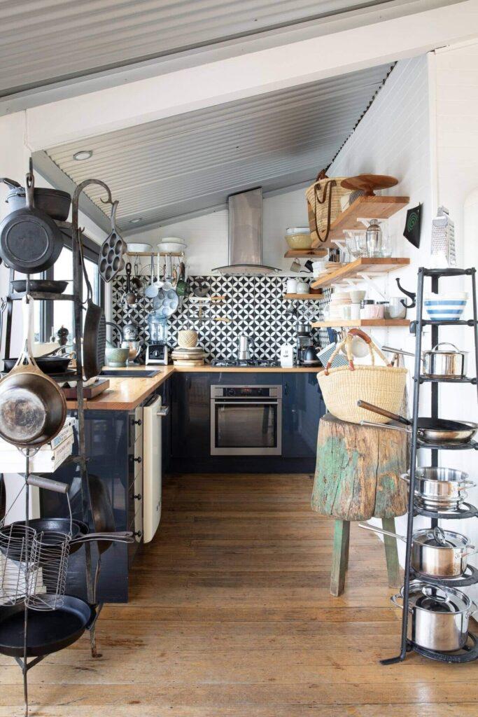 driftwood-cabin-sarah-glover-holiday-cottages-tasmania-nordroom