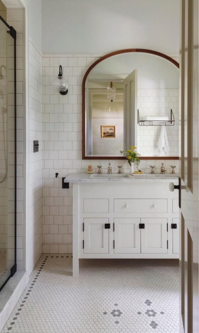 en-suite-bathroom-iowa-city-house-jessica-helgerson-nordroom