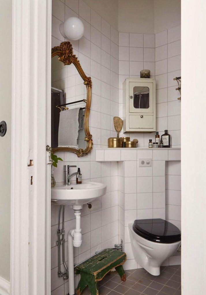small-bathroom-vintage-mirror-scandinavian-apartment-nordroom
