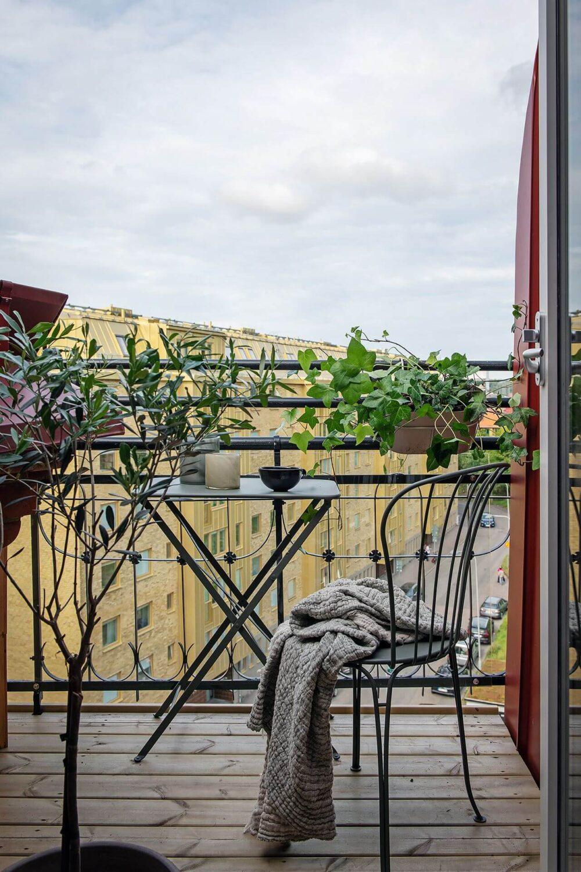 balcony-scandinavian-attic-apartment-nordroom