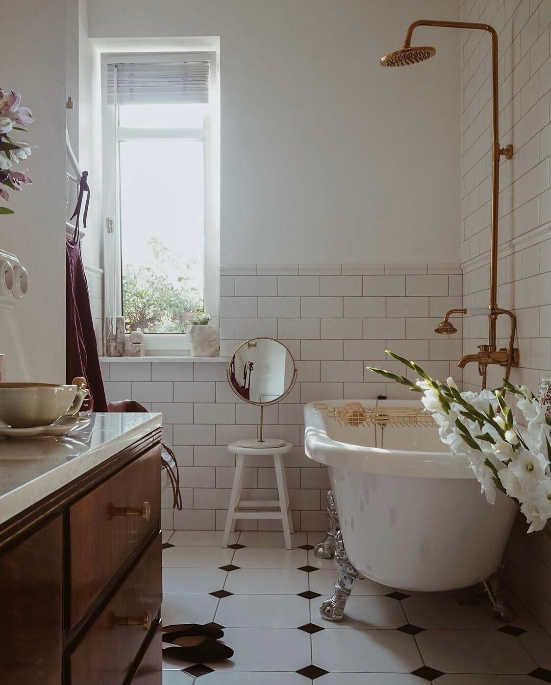 bathroom-freestanding-bath-warm-apartment-nordroom