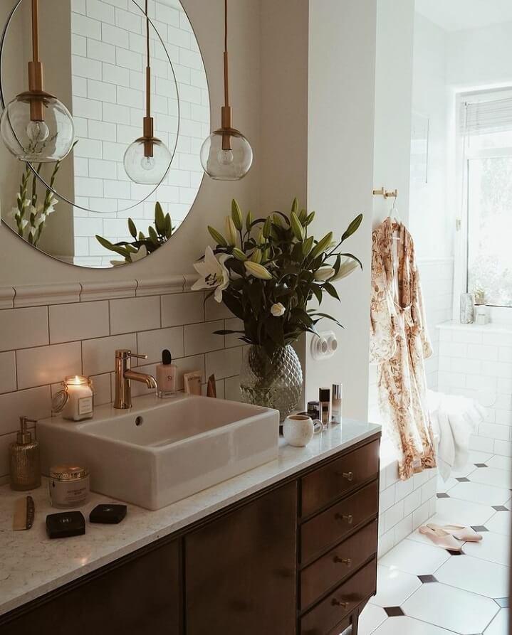 bathroom-natural-light-round-mirror-nordroom