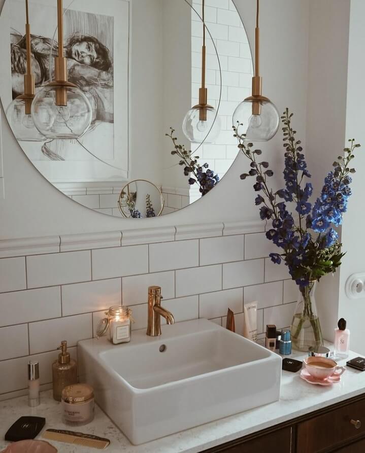 bathroom-sink-round-mirror-subway-tiles-nordroom