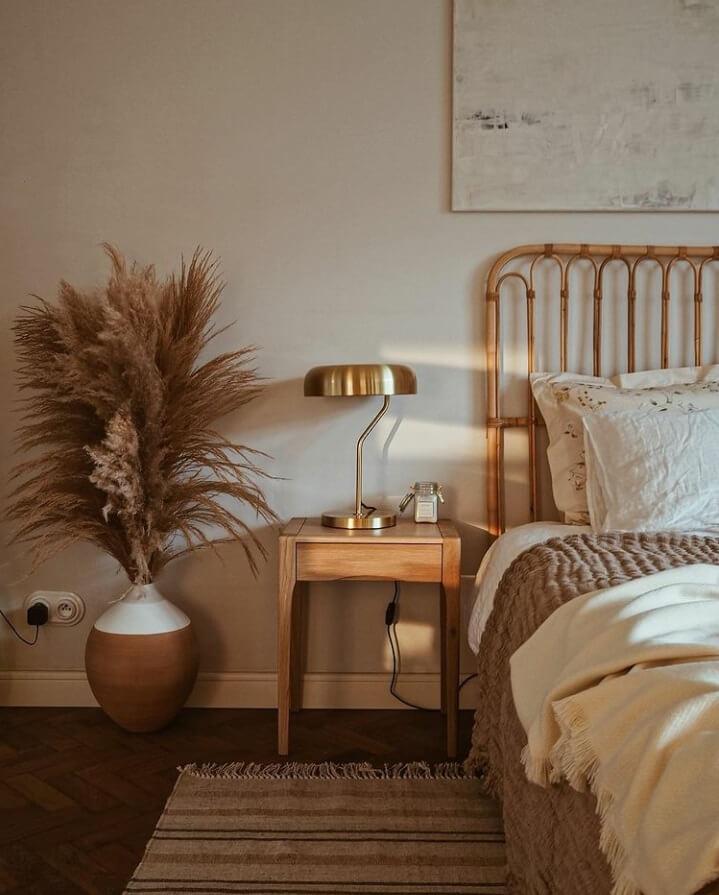 bedroom-sidetable-natural-light-warm-apartment-nordroom