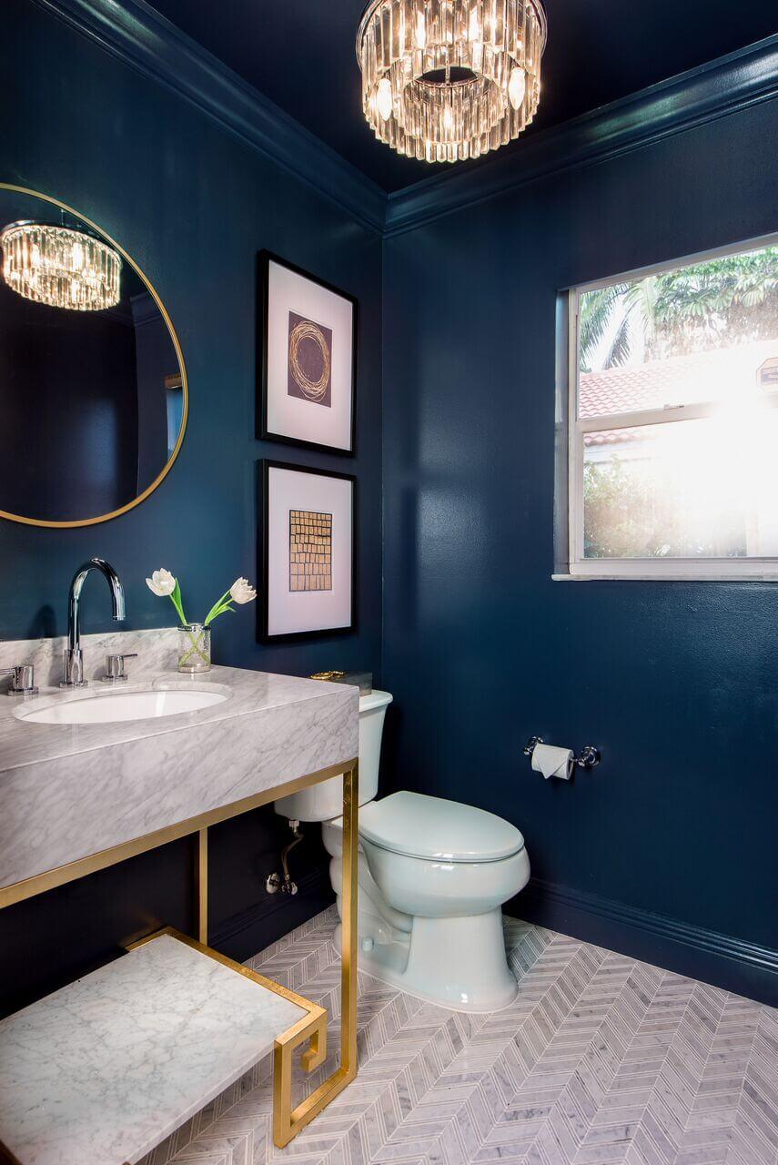 dark-blue-bathroom-gold-details-color-trends-2022-nordroom
