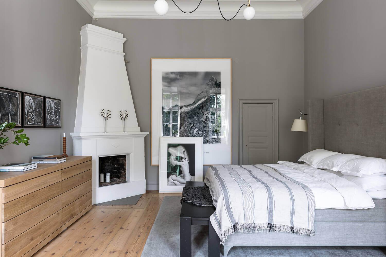 gray-scnandinavian-bedroom-fireplace-nordroom