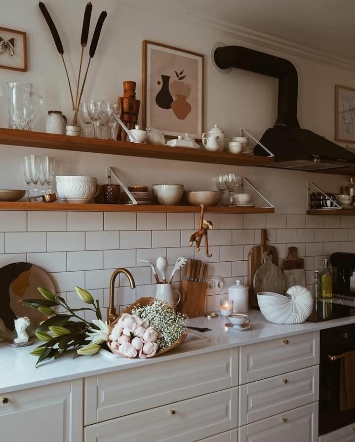 kitchen-open-shelves-warm-apartment-nordroom