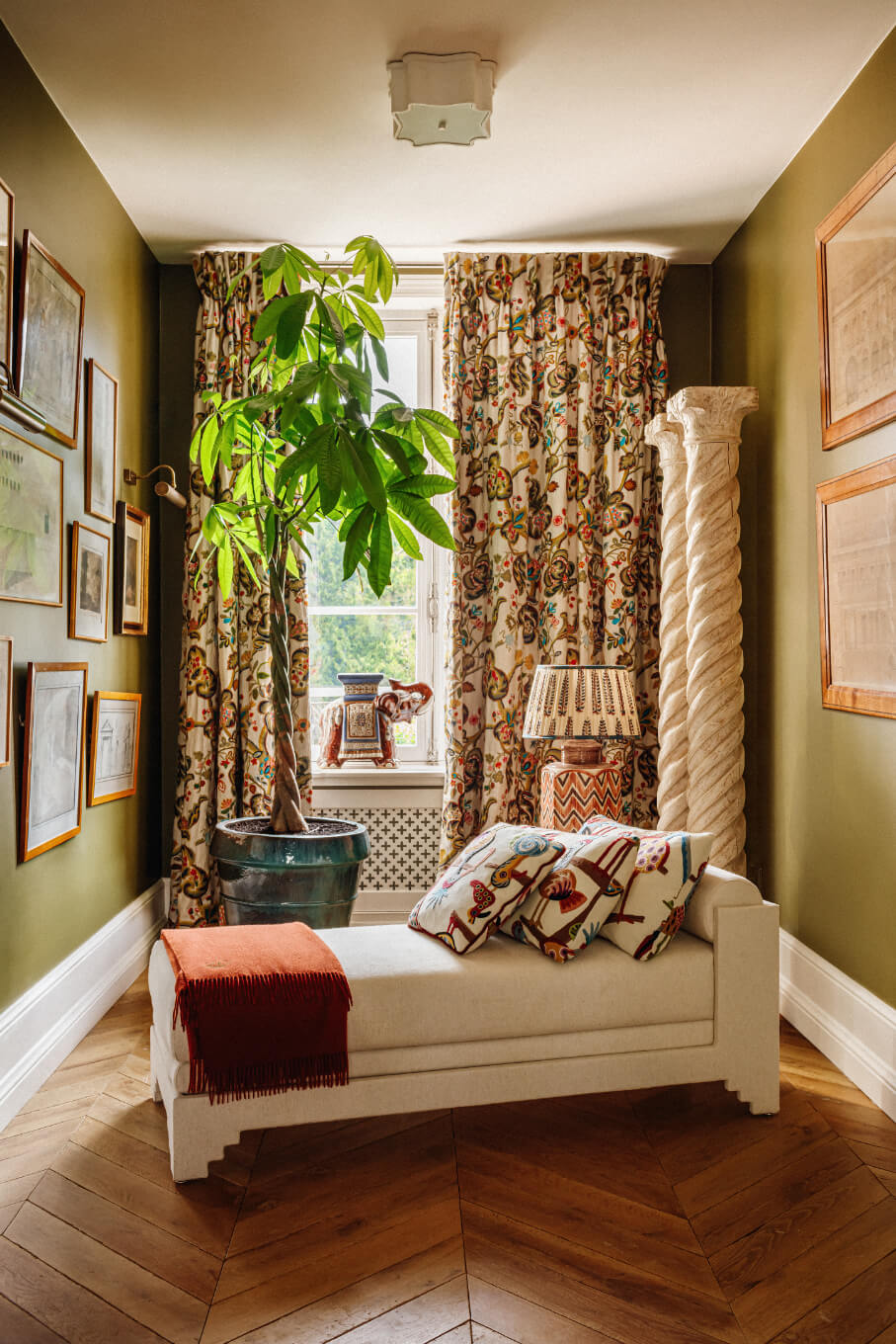 reading-nook-eclectic-villa-french-countryside-nordroom