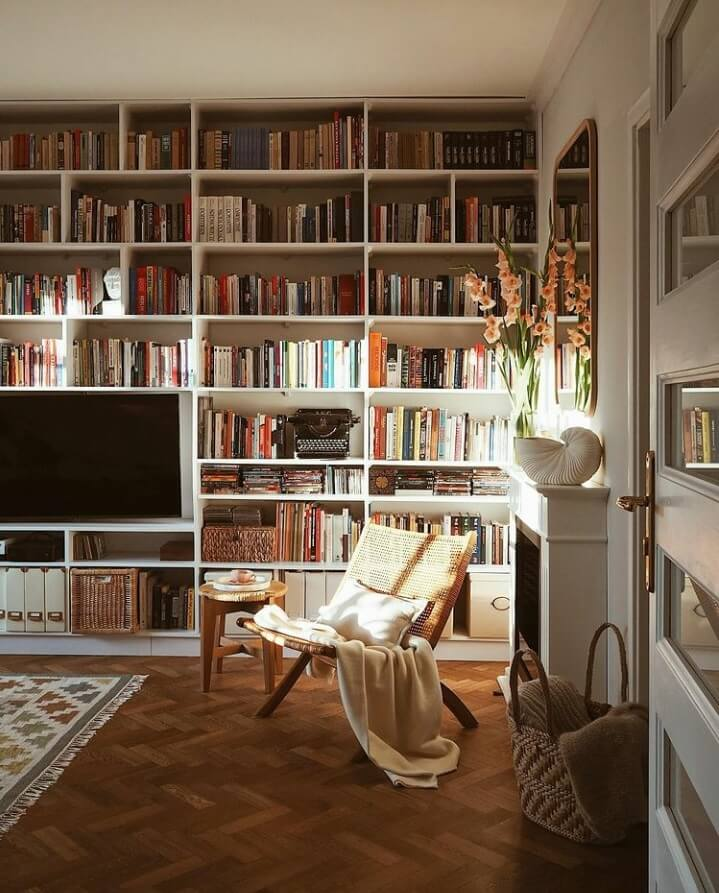 reading-nook-fireplace-natural-light-warm-apartment-nordroom