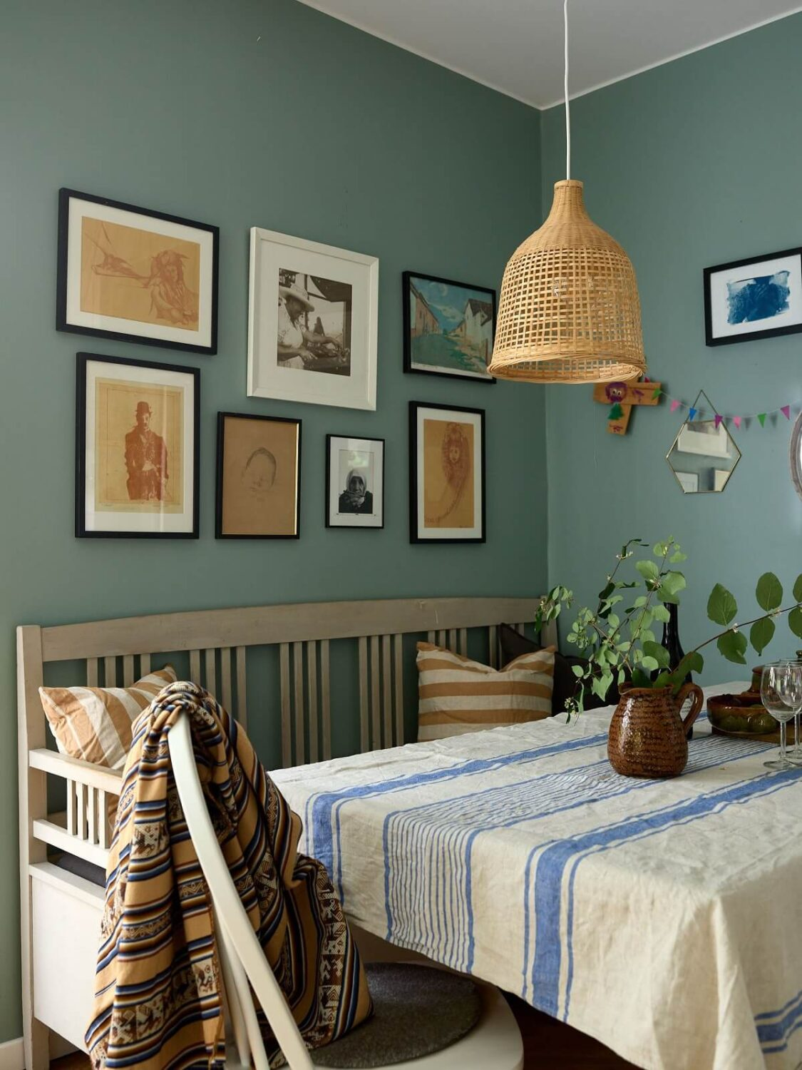 scandinavian-home-dining-area-gallery-wall-nordroom